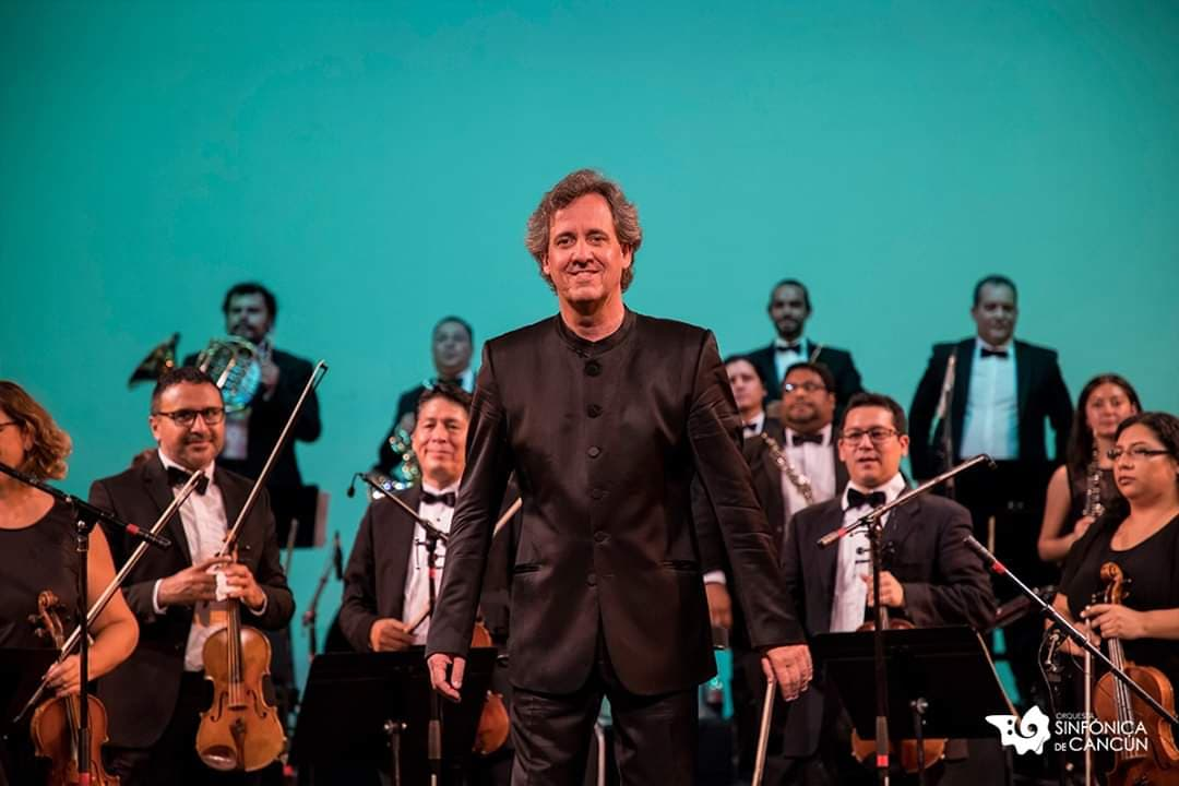 Marc Moncusí with the orchestra
