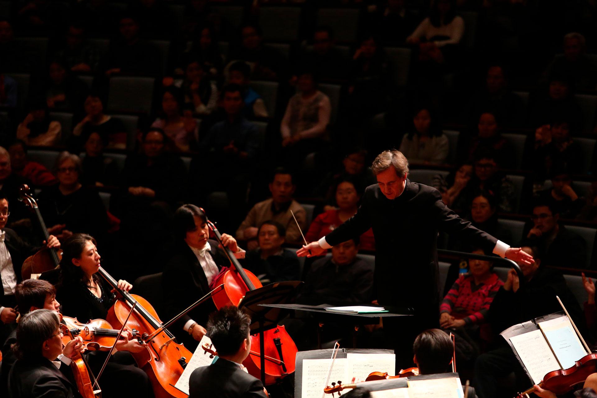 Marc Moncusí conducting