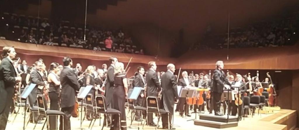 Marc Moncusí conducting OFUNAM